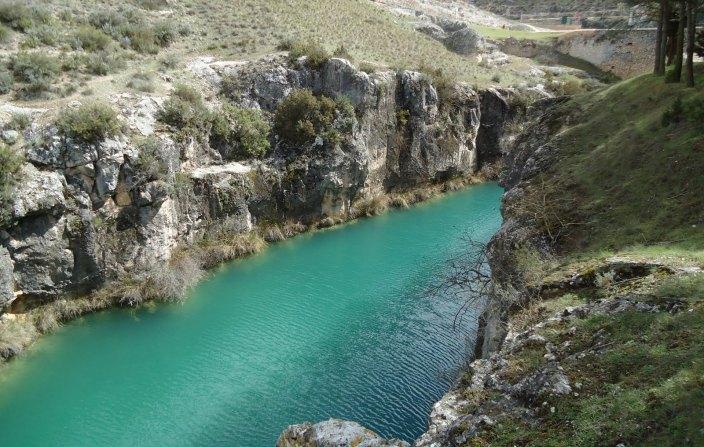 El Parlamento vuelve a escenificar un enfrentamiento en política hidrológica
